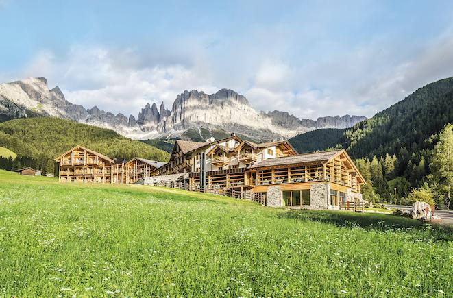 Aussenansicht_Sommer_c_Cyprianerhof_Dolomit_Resort_Guenter_Standl